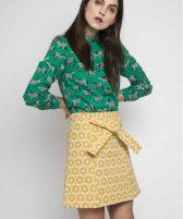 falda-amarilla-estampado-geometrico-compañia-fantastica