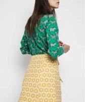 parte-trasera-falda-amarilla-estampado-geometrico (4)